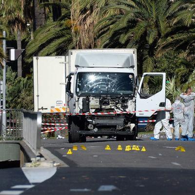 Lastbilen som körde på människor i Nice på torsdagskvällen.
