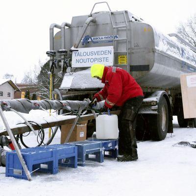 Talousveden noutopiste Nousiaisissa.