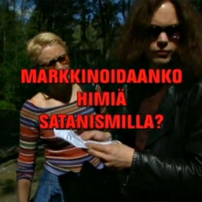 Katja Ståhl ja Ville Valo haastateltavina Poliisi-tv.ssä, kuvan päällä tekstiplanssi