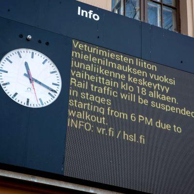 Lakkoilmoitus Helsingin rautatieasemalla 14. elokuuta