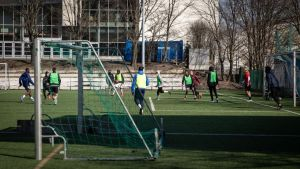 På Sahara bredvid Tölö fotbollsstadion har det spelats fotboll på sistone.