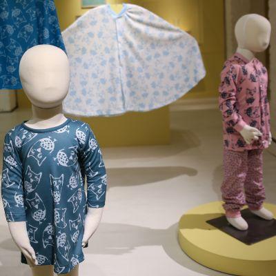Lastensairaalan uusia vaatteita.