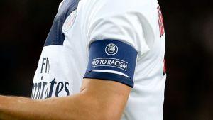 Kaptensbindel mot rasism.