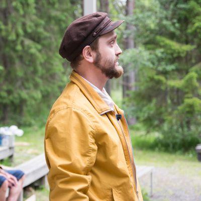 Etualalla ohjaaja Sami Sainio, taustalla isä Pentti Sainio