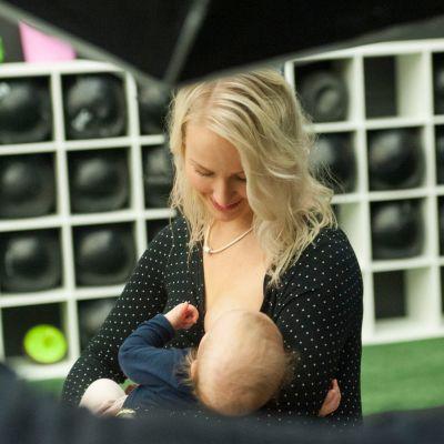 Jenni Niemi ja Mila-vauva
