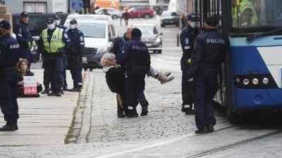 elokapina, aktivister bärs bort