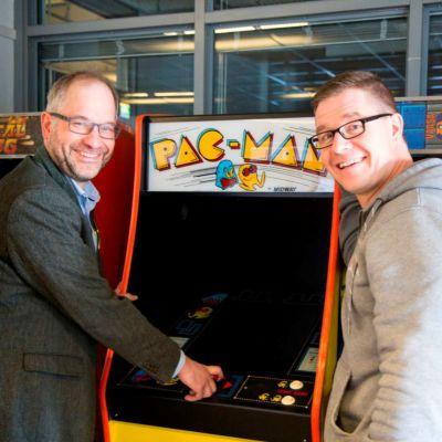 Professor Panu Kalmi och spelforskare Olli Raatikainen på Vasa universitet.