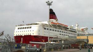 Viking Amorella står i hamnen.