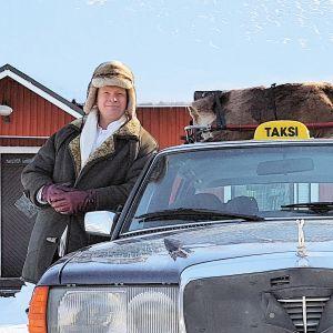 Tapio Piiraisen road movie kuvaa kahden miehen matkaa halki 100-vuotta täyttävän Suomen.