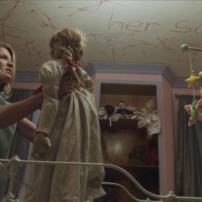 Annabelle är en docka som vaknar till liv.