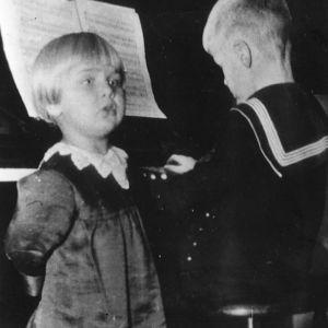 Anneli ja Matti Rauhala vuonna 1931 Viipurissa.