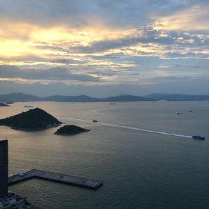 Utsikt från västra Hongkong, Green Island till vänster.