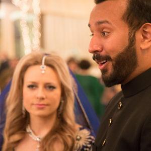 """""""Brudgummen Taimur Ahmed är just en sådan lustigkurre som bilden låter anta"""""""
