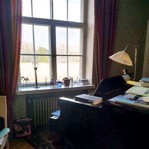 Maisema pianisti Olli Mustosen työhuoneen ikkunasta.