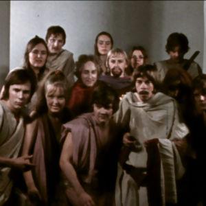 Niilon oppivuodet -elokuvan nuorta näyttelijäjoukkoa.