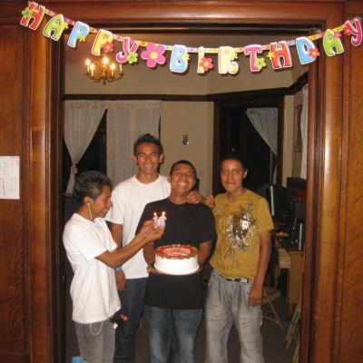 Pojkarna på Casa Libre firar sin födelsedag för första gången