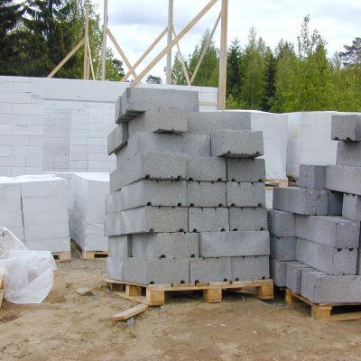 Ett egnahemshus håller på att byggas