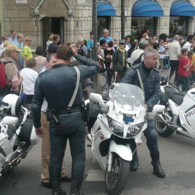 moottoripyöräpoliiseja Helsingissä kesällä 2009