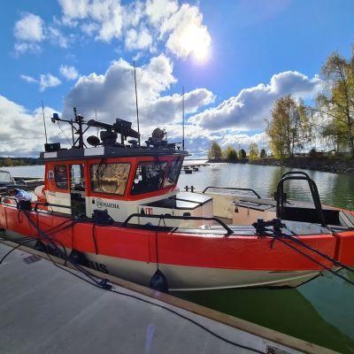 Sjöräddningens nya båt i Dalsbruks hamn.