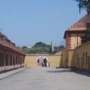 Gården till den lilla fästningen i Theresienstadt