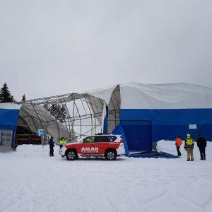 Sodankylän kunnan entinen jäähalli romahti lumen painosta 10.2.2020
