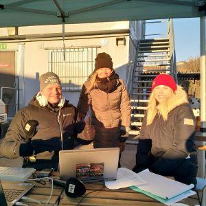Andy Ödman, Marie Söderman och Lina Frisk sänder direkt från Toppå.