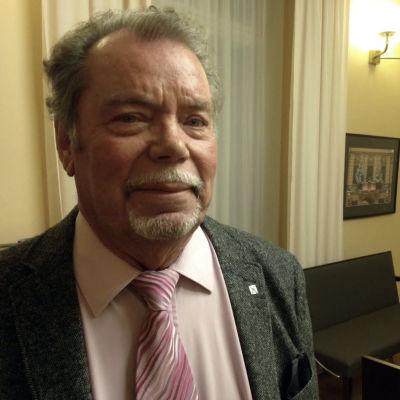 Timo Laihinen hoppar av Sannfinländarna och går med i Samlingspartiet i Åbo