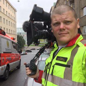 Elossa 24h-sarjan kuvaaja Helsingin ambulanssissa
