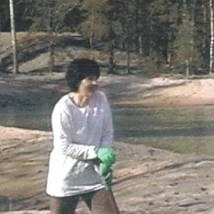 Lapio on Kaisa Häkkisen tärkein kuntoiluväline, ja sille löytyi käyttöä lammen kaivauksissa kotona Paimiossa.