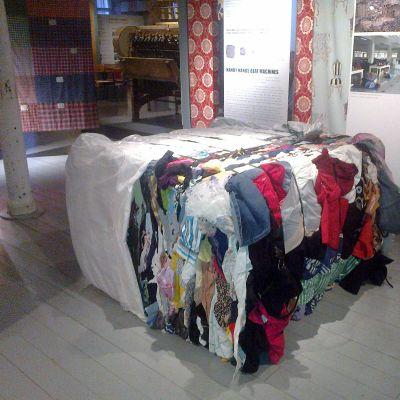 Tekstiilejä näyttelyssä