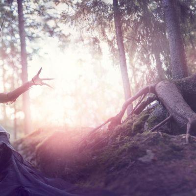 Kansallisoopperan Kalevalanmaa -teokseen liittyvä kuva. Kuvassa Hanako Matsune.uskuva