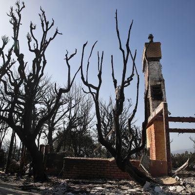 Tuhoutunut luksuskoti Malibussa, Kaliforniassa 12. marraskuuta.