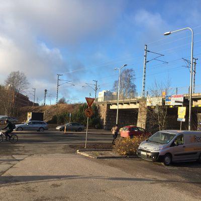 Tampereen Viinikankadun ratasilta on määrä uusia. Samalla levennettäisiin  alikulkuaukkoa.