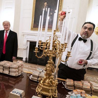 Donald Trump tarjosi pikaruokaa vierailleen Valkoisessa talossa maanantaina.