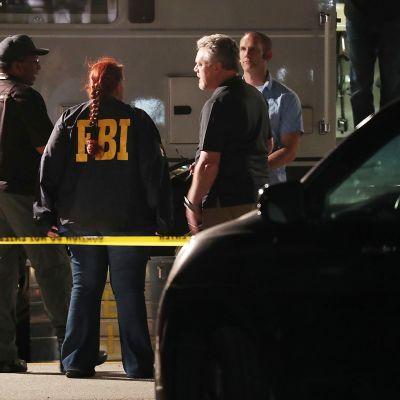 Poliiseja ja tutkijoita SunTrust -pankin edustalla Sebringissä, Floridassa 23. tammikuuta.