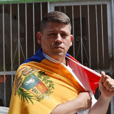 Luis Alemán uskoo, että Juan Guaidó voi vapauttaa Venezuelan. Hän osallistuu aktiivisesti Maduron vastaisiin protesteihin.