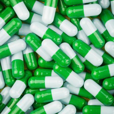 Kasa vihreävalkoisia pillereitä