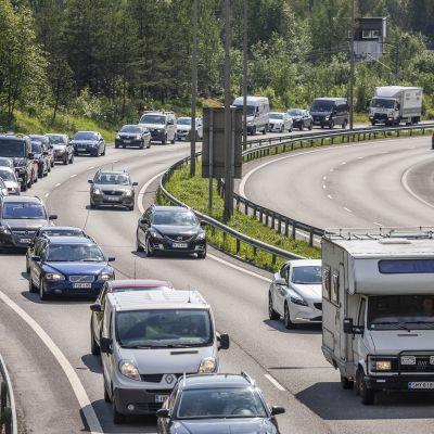 Juhannusruuhkaa Jyväskylässä.