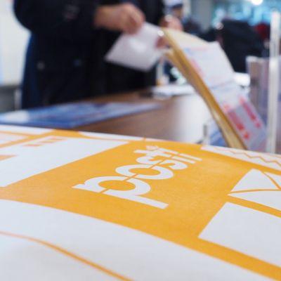postin kirjekuori tiskillä