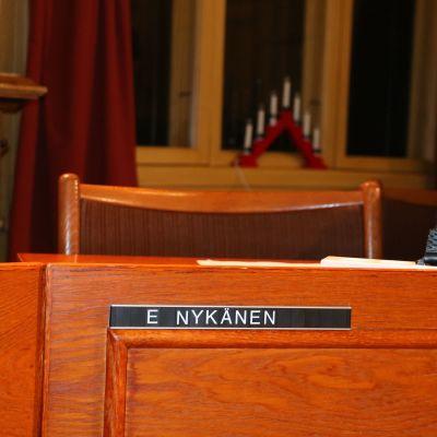 Bild på Erkki Nykänens tomma stol.