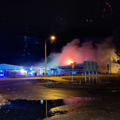 Kolarin K-Raudassa oli tiistai-iltana suuri tulipalo.