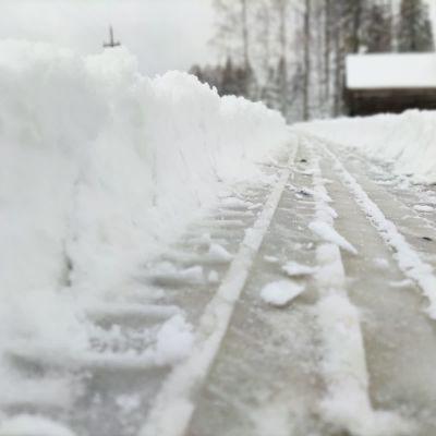 Luminen tie Enossa.
