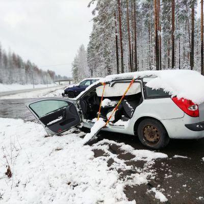 Kolaroitu auto Kontiolahden Uurossa.