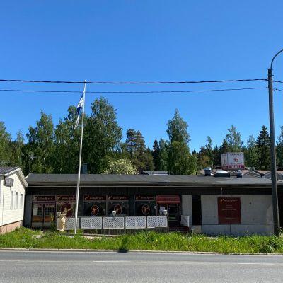Entisen ravintola Ullan Krouvin kiinteistö Kuopion Julkulassa.