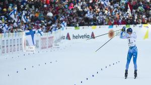 Matti Heikkinen åker in i mål, skiathlon, VM 2017.