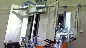 Foxcraft utvecklar egna maskiner, här två taningsmaskiner.