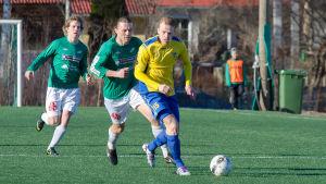 Ekenäs IF och Gnistan spelar match i fotbollens division 2 år 2013.