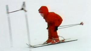 Flicka åker slalom, 1982