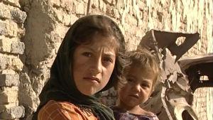 """Lapset Silminnäkijän ohjelmassa """"Kabul vuonna yksi"""" (2002)"""