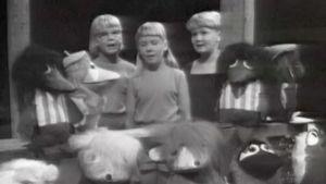 Lapset esittävät Mörri Möykky -laulun